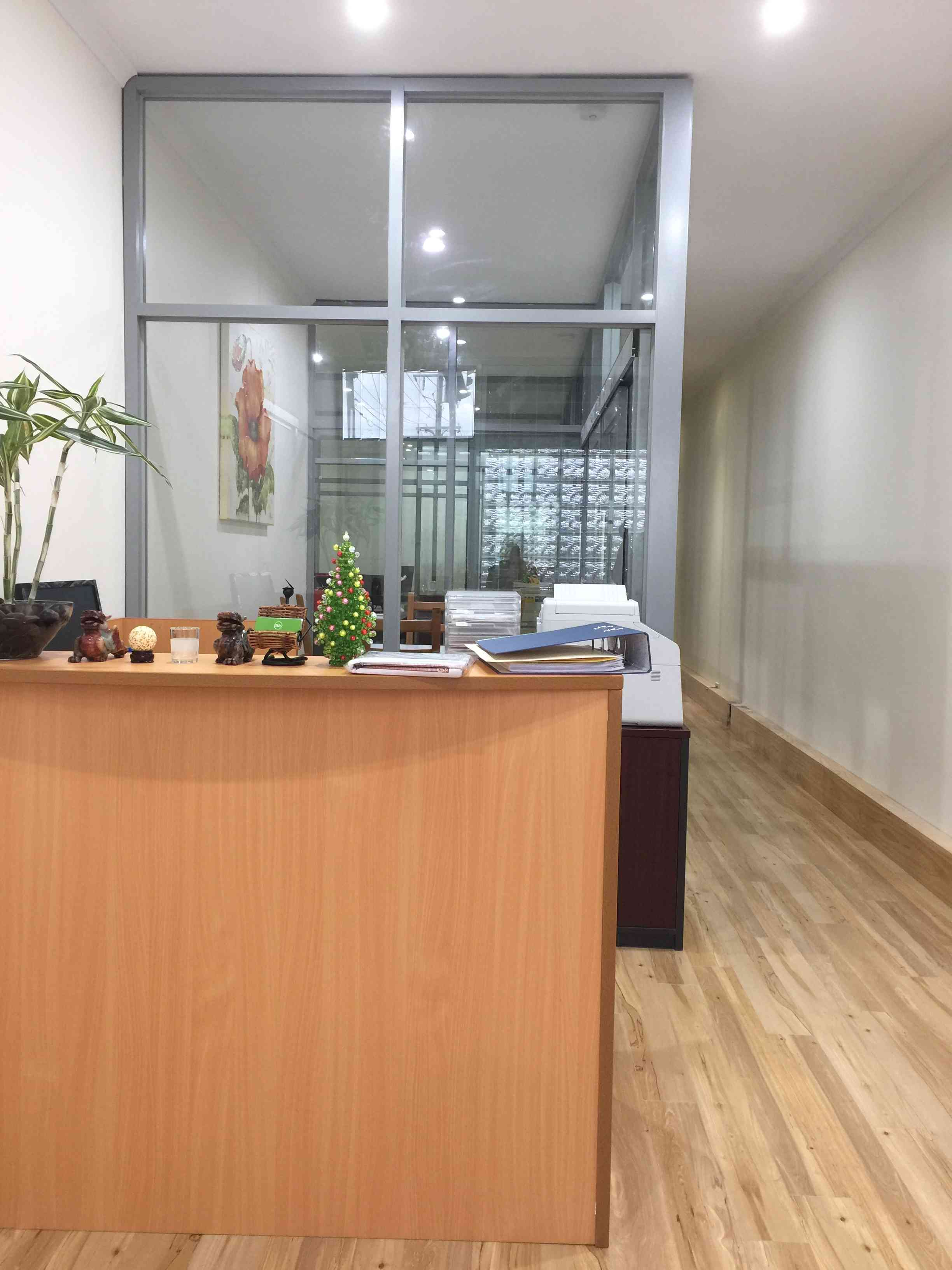 1 Private office available for lease with main road exposure